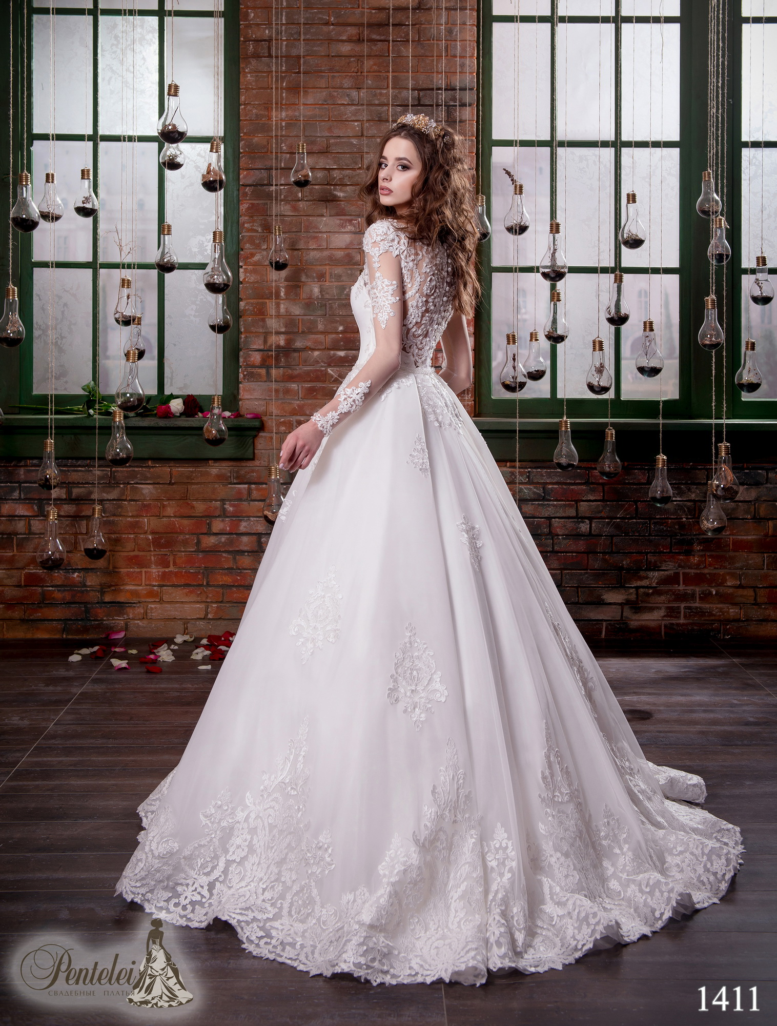 1411 | Buy wedding dresses wholesale from Pentelei