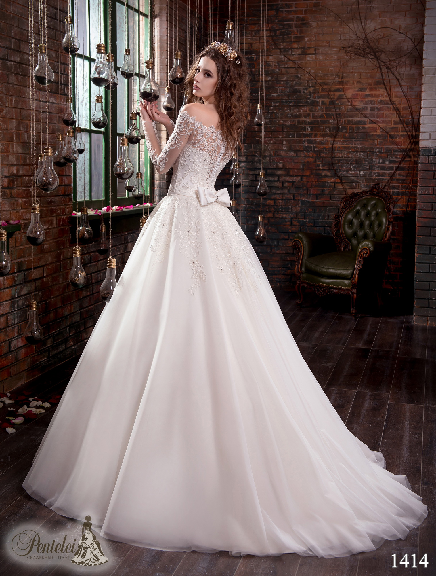 1414 | Buy wedding dresses wholesale from Pentelei