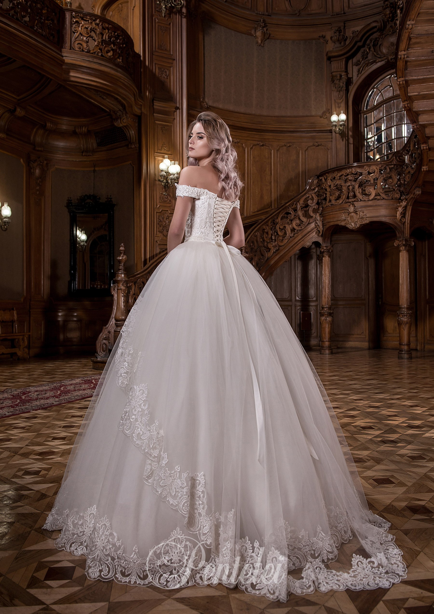 1709 | Buy wedding dresses wholesale from Pentelei