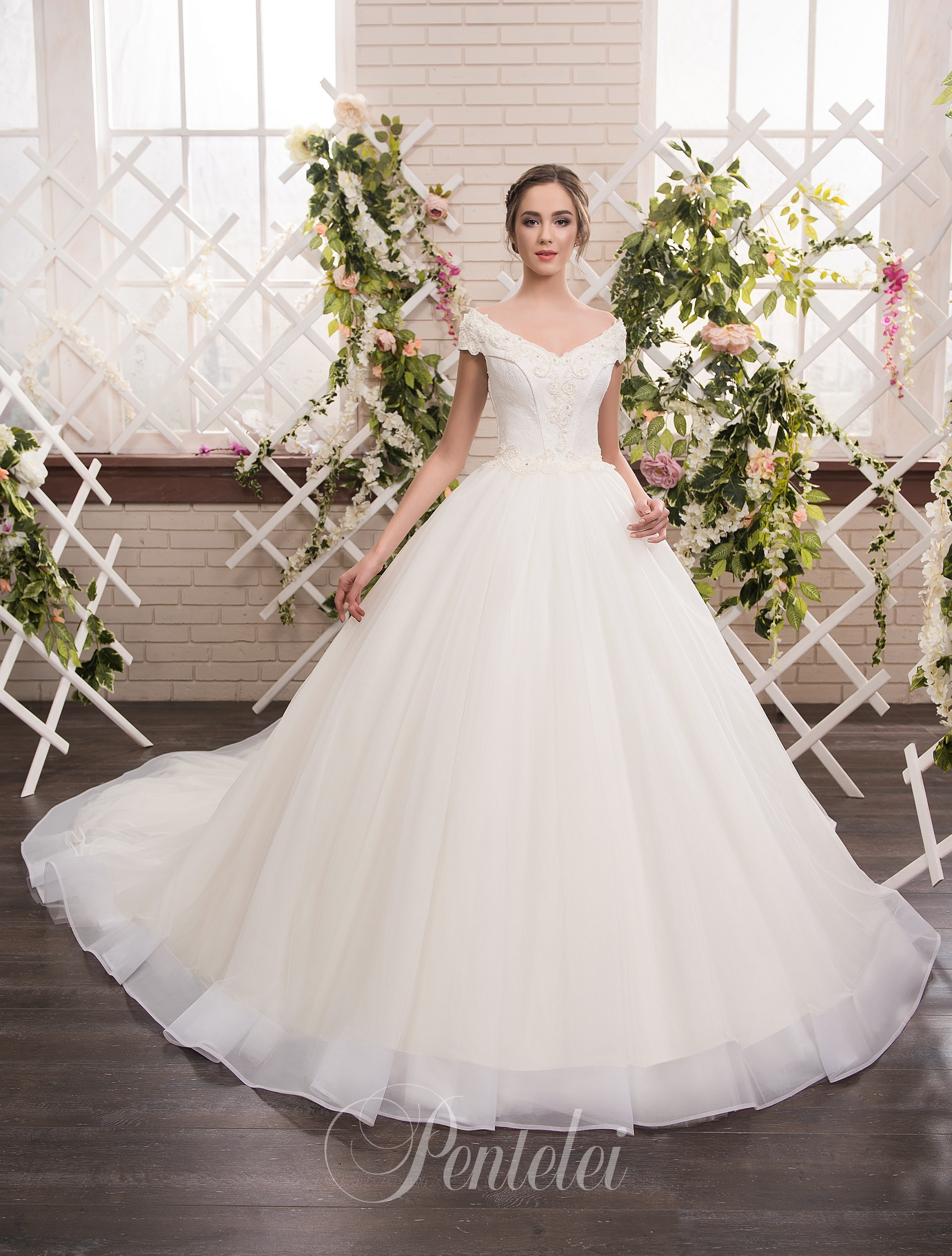 1810 | Buy wedding dresses wholesale from Pentelei