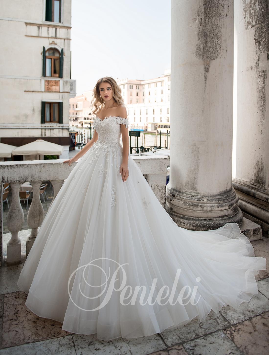Пышное свадебное платье со шлейфом от Pentelei оптом