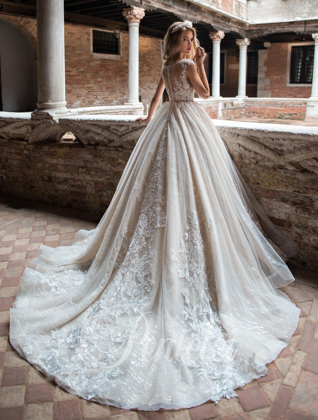 Весільіні сукні зі шлейфом від Pentelei оптом