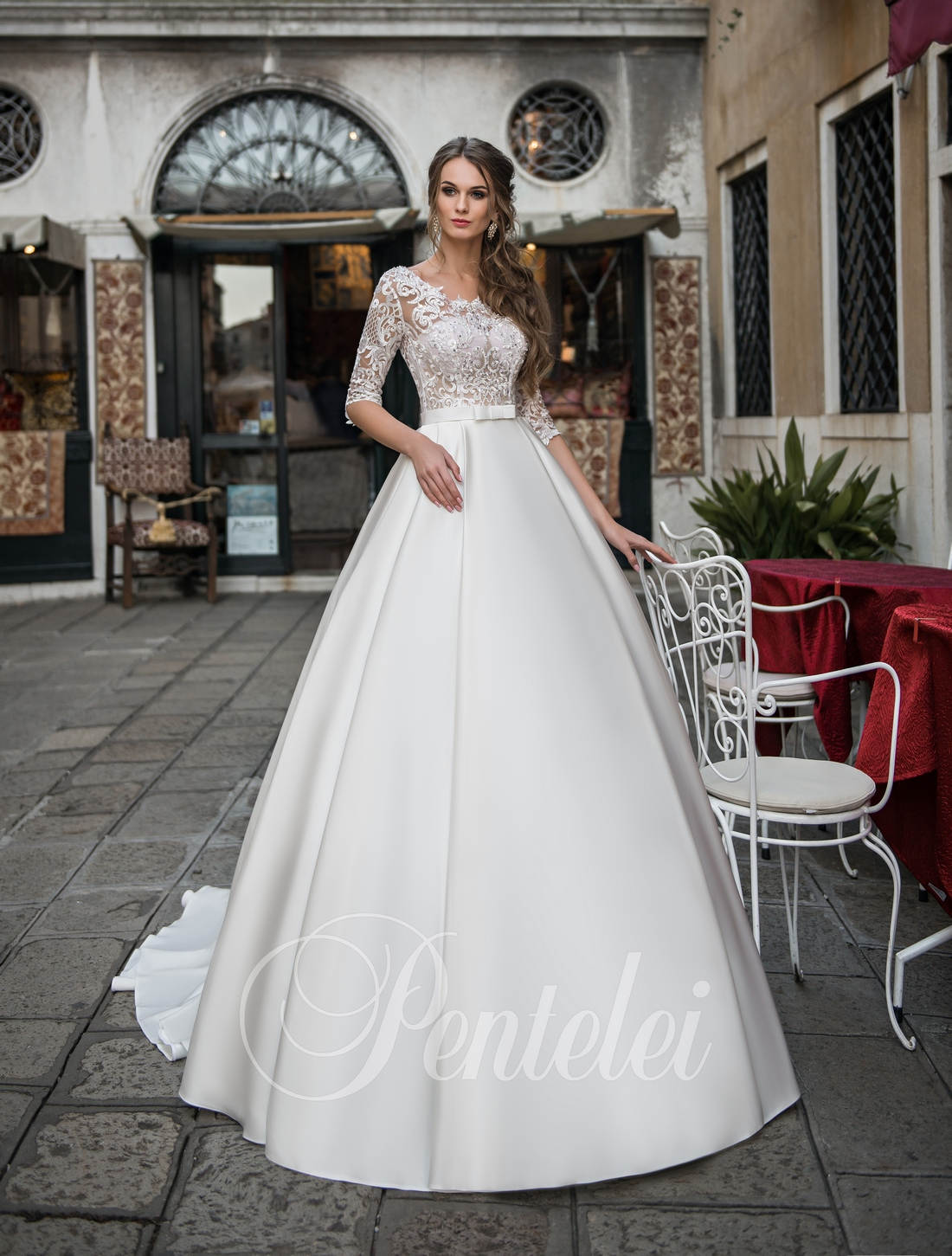 Атласное свадебное платье от Pentelei оптом