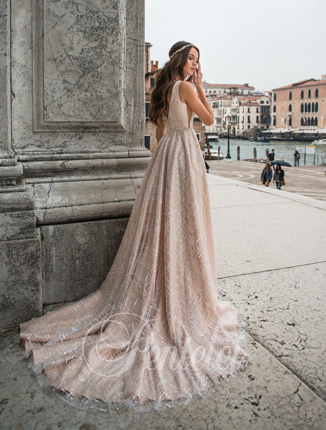"""Свадебное платье цвета """"капучино"""" со шлейфом от Pentelei оптом"""
