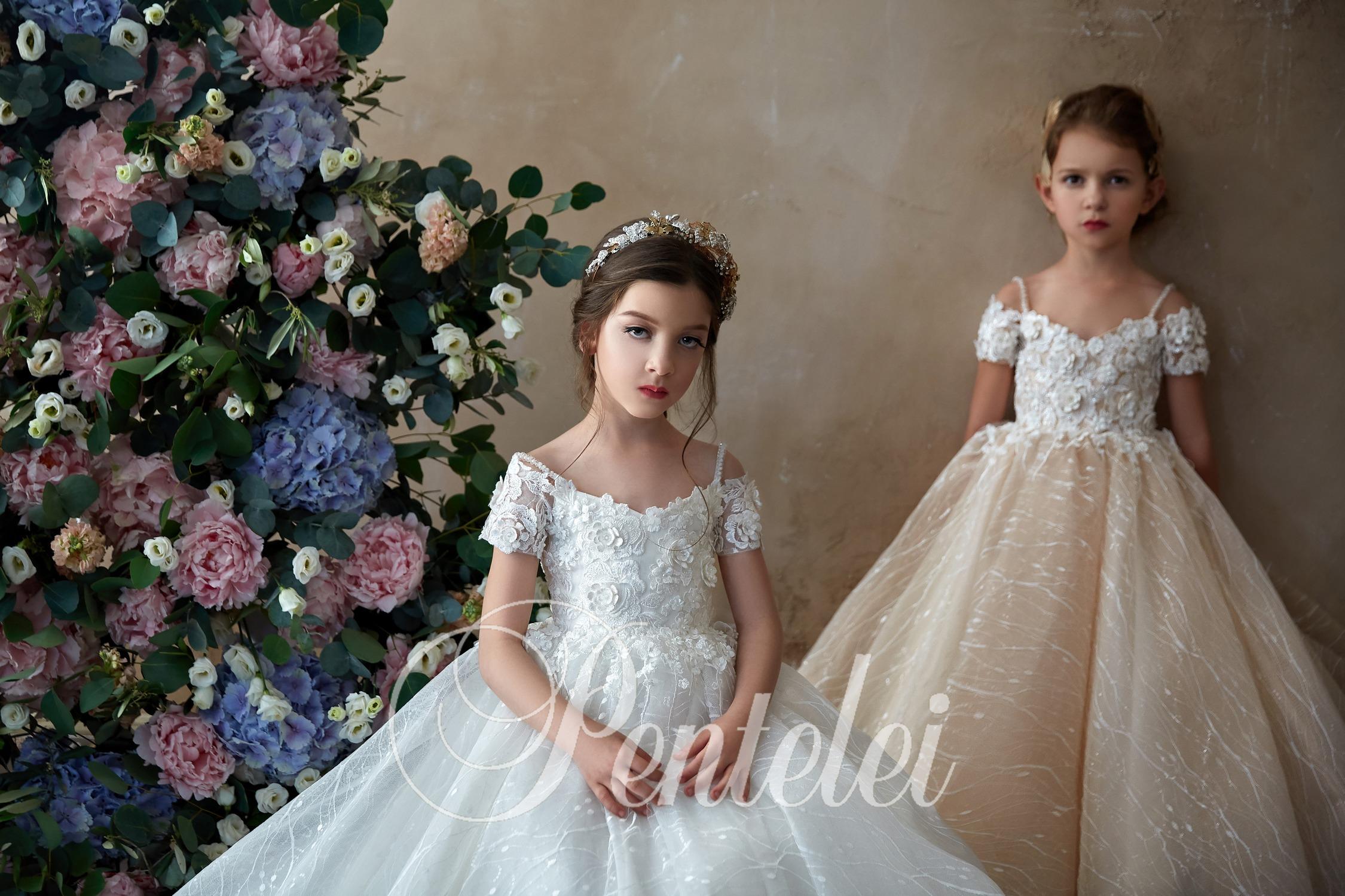 Детские роскошные праздничные наряды с цветочными аппликациями