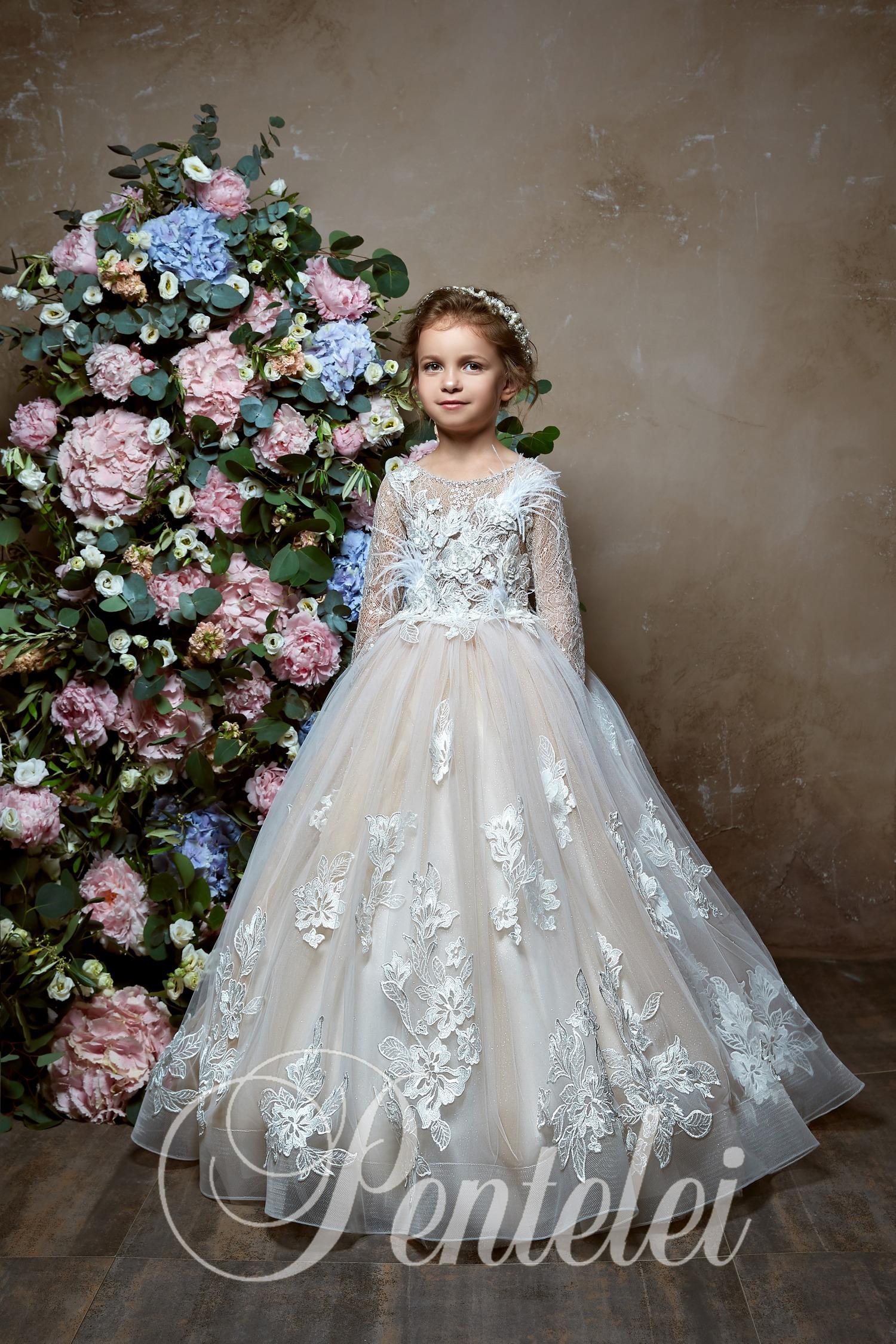 Вечернее детское платье с длинными рукавами
