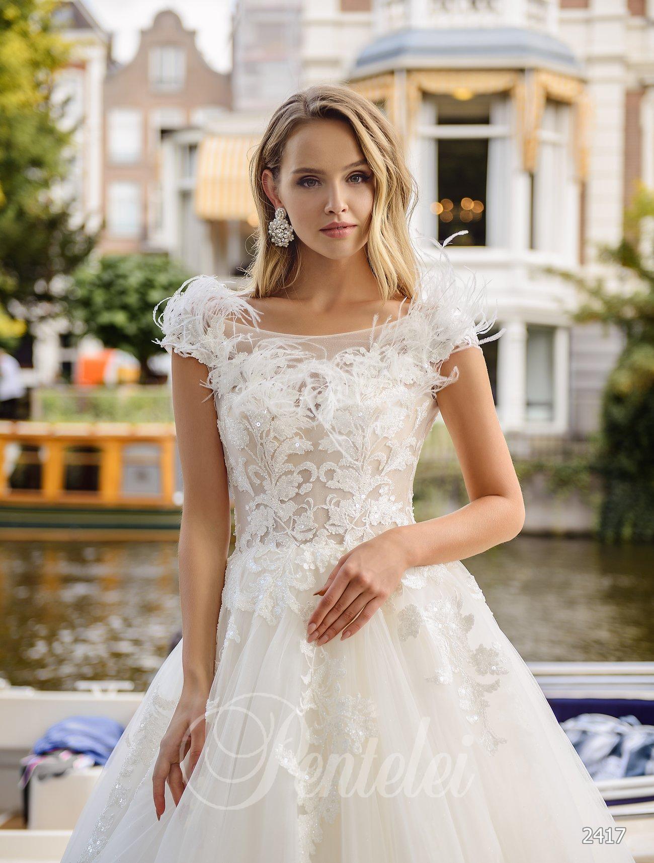 Свадебное платье с перьями