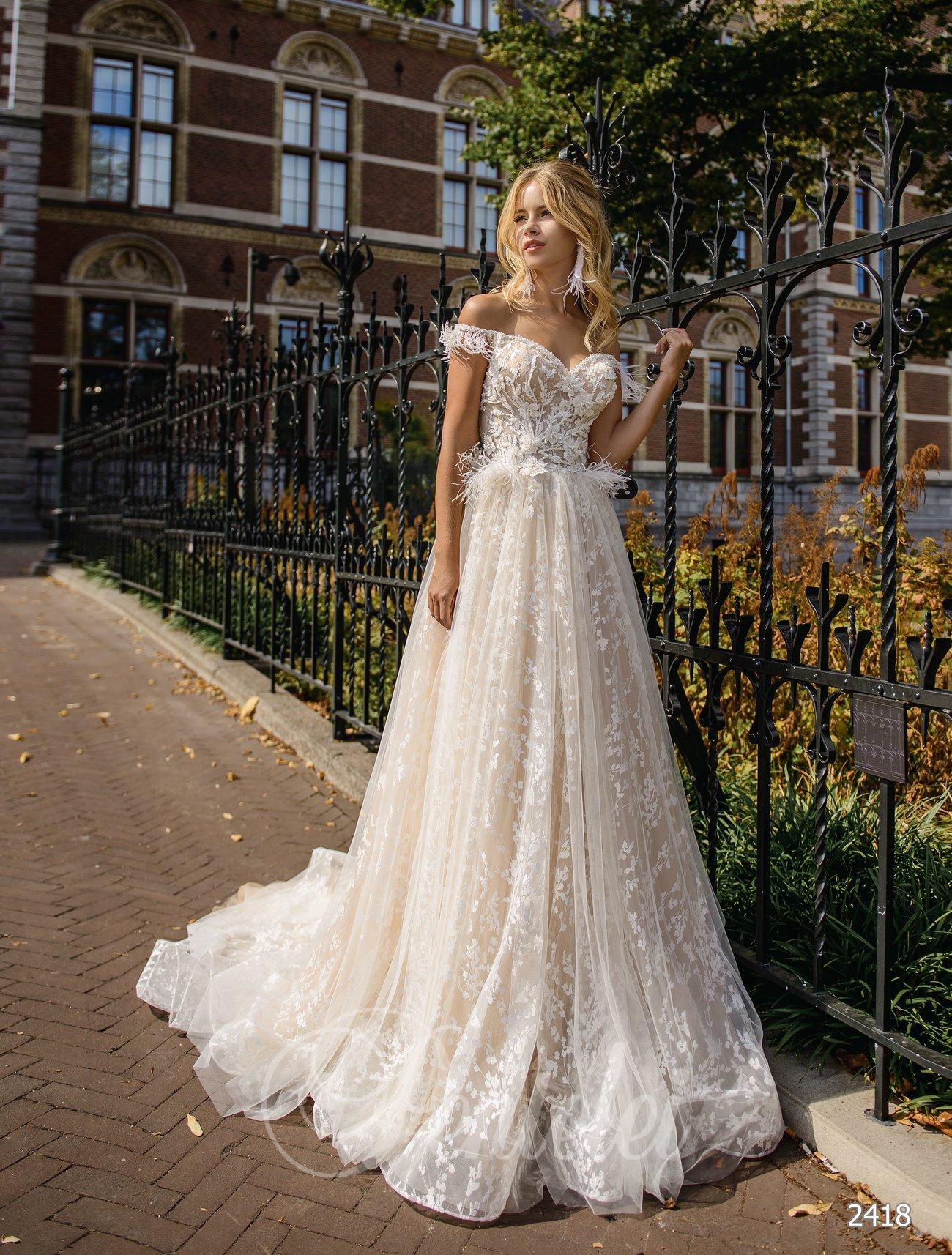 Свадебное платье с открытым декольте