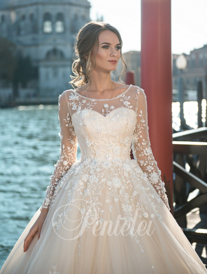 Purchase voluminous wedding dress wholesale