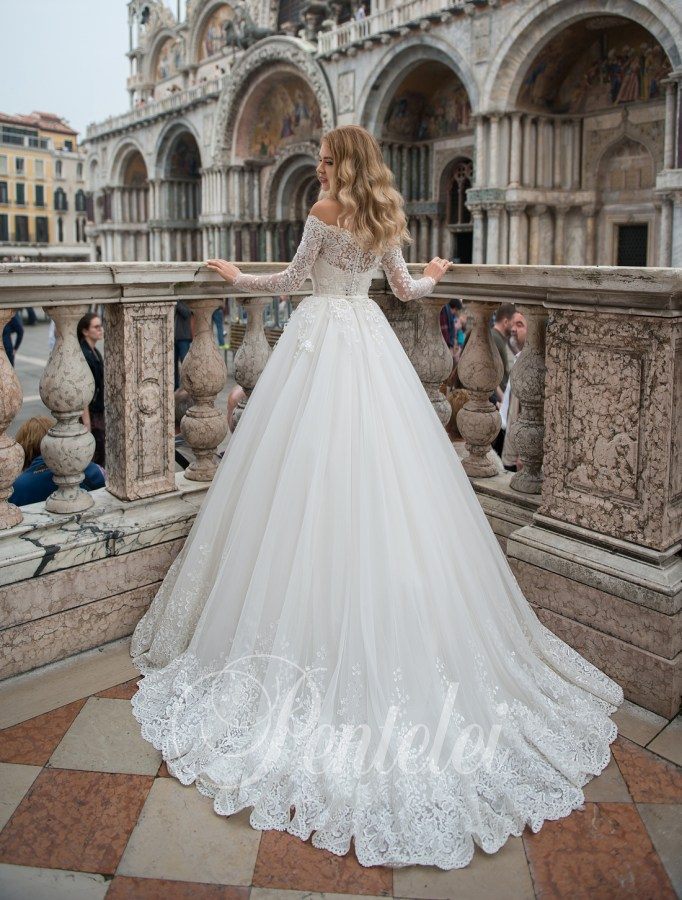 2210 | Buy wedding dresses wholesale from Pentelei