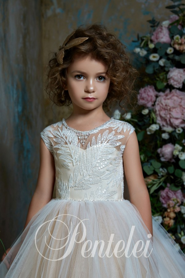 Children's dress wholesale with a multi-layer skirt and lace from the manufacturer Pentelei