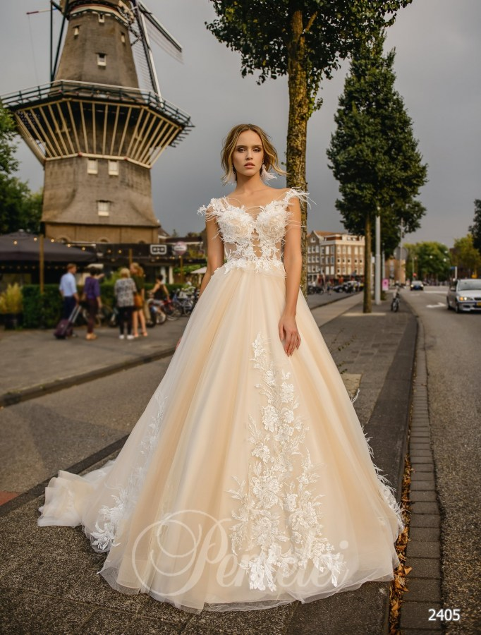 Wedding dress with feathers  | Buy wedding dresses wholesale from Pentelei
