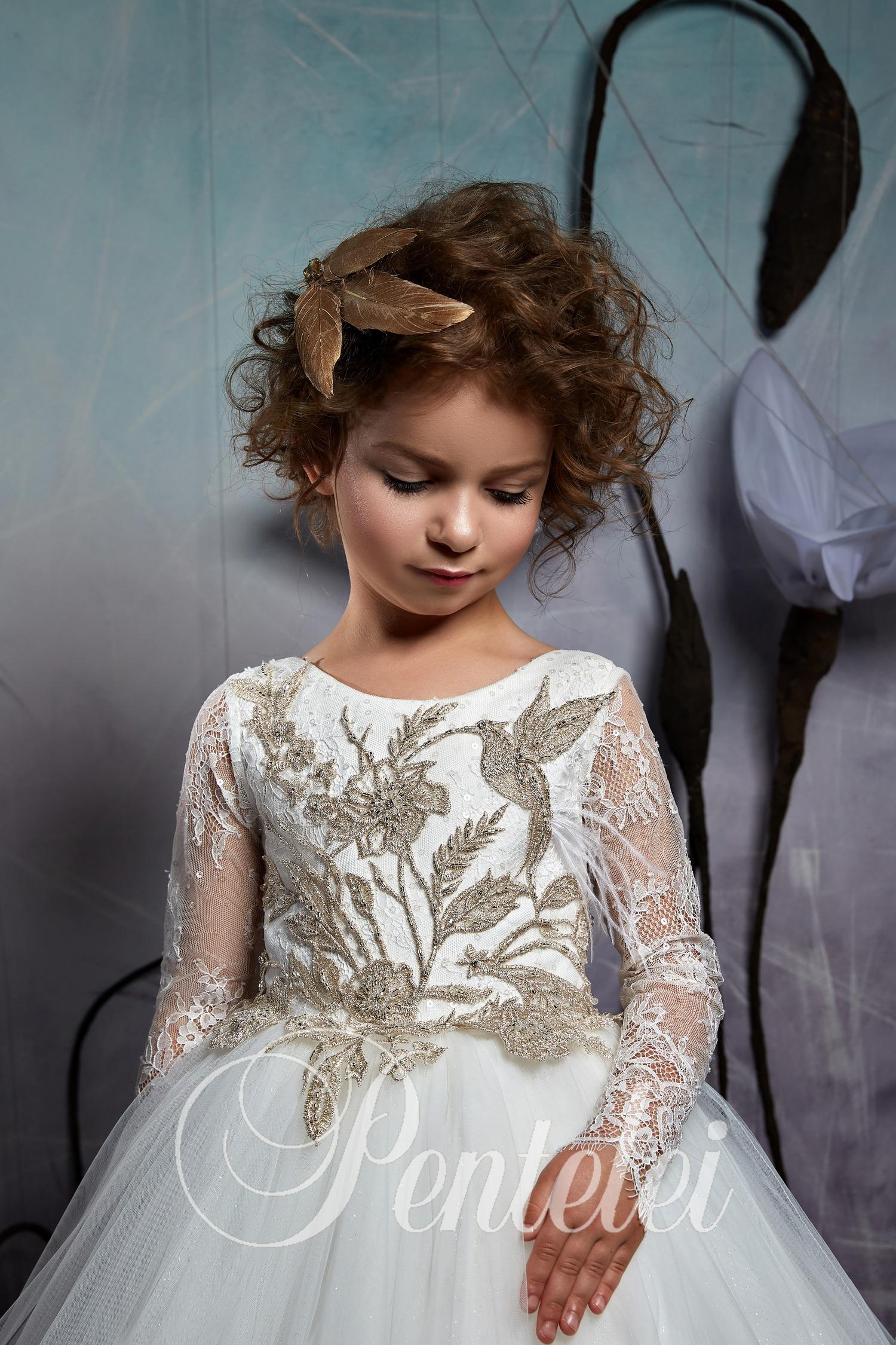 Детское нарядное платье с крупными аппликациями от бренда Pentelei