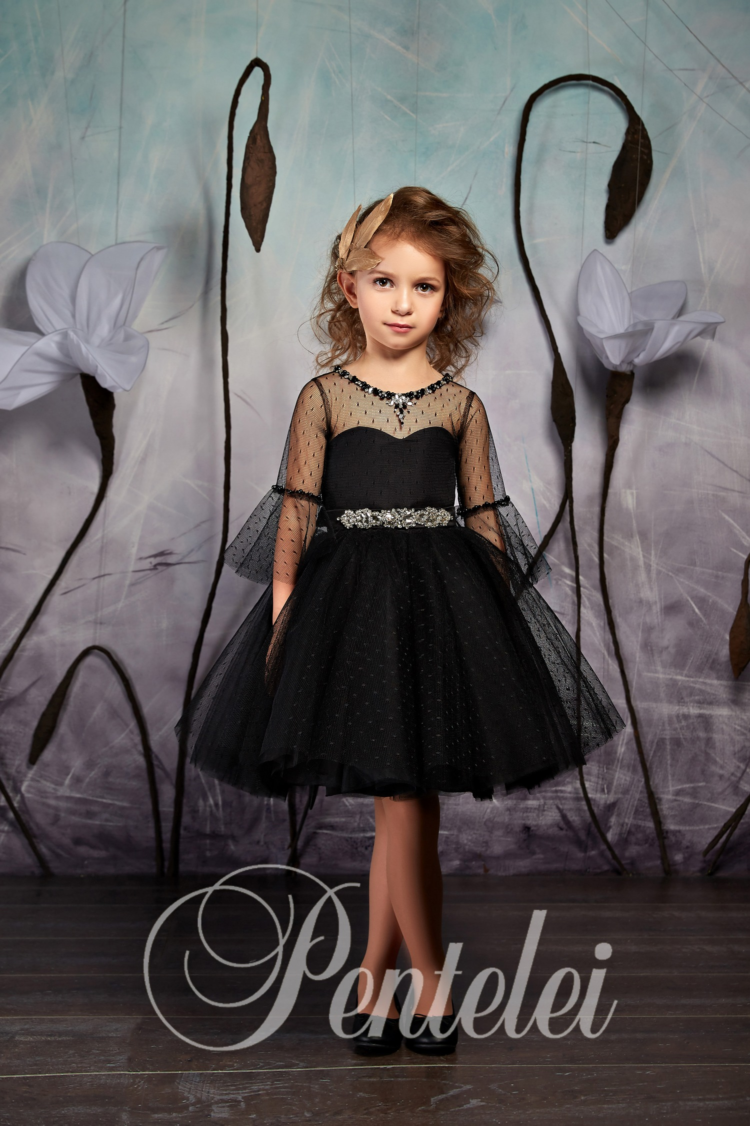 Модні дитячі сукні з довгими прозорими рукавами e198957cd28ac