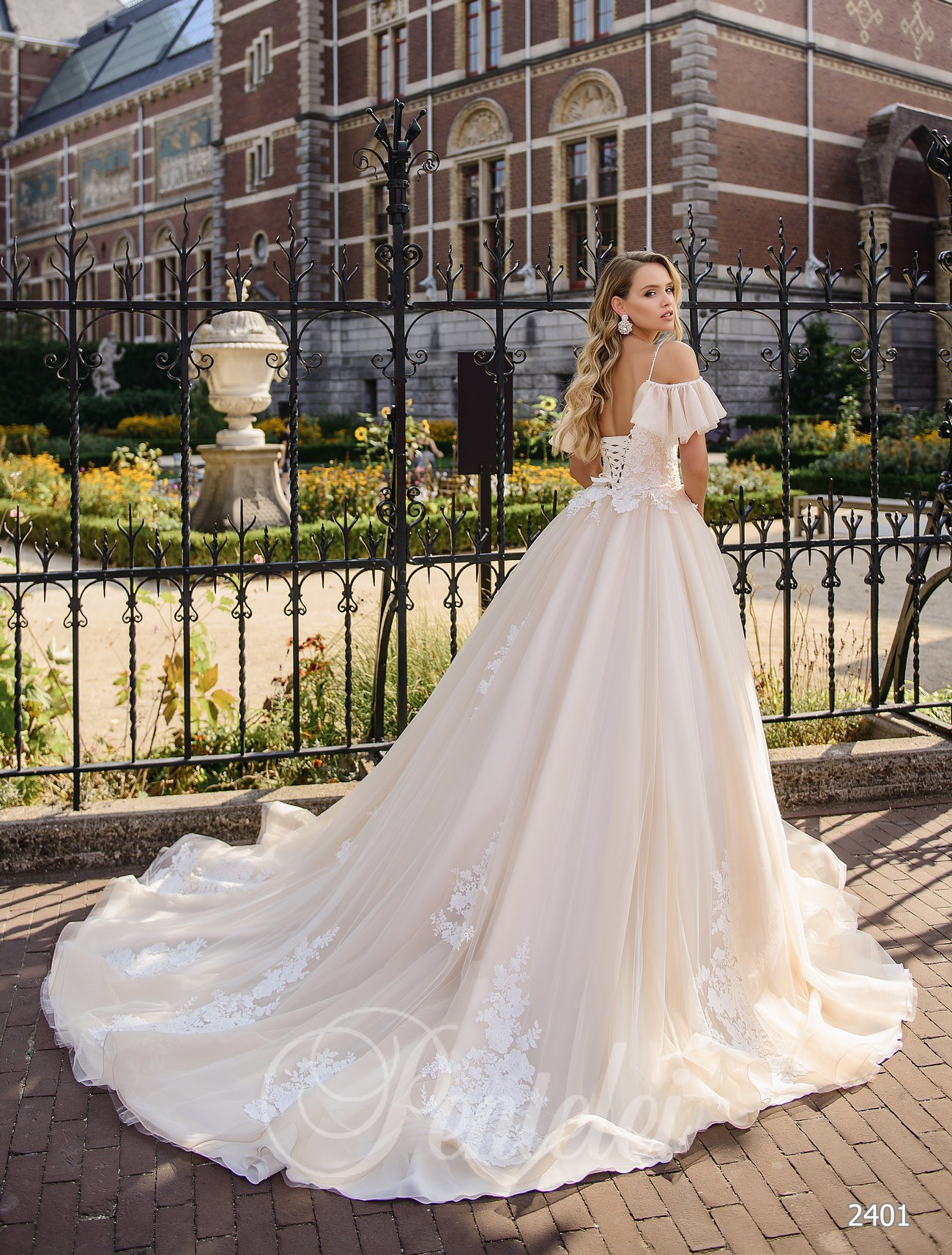 Wedding dress with ruffles  | Buy wedding dresses wholesale from Pentelei