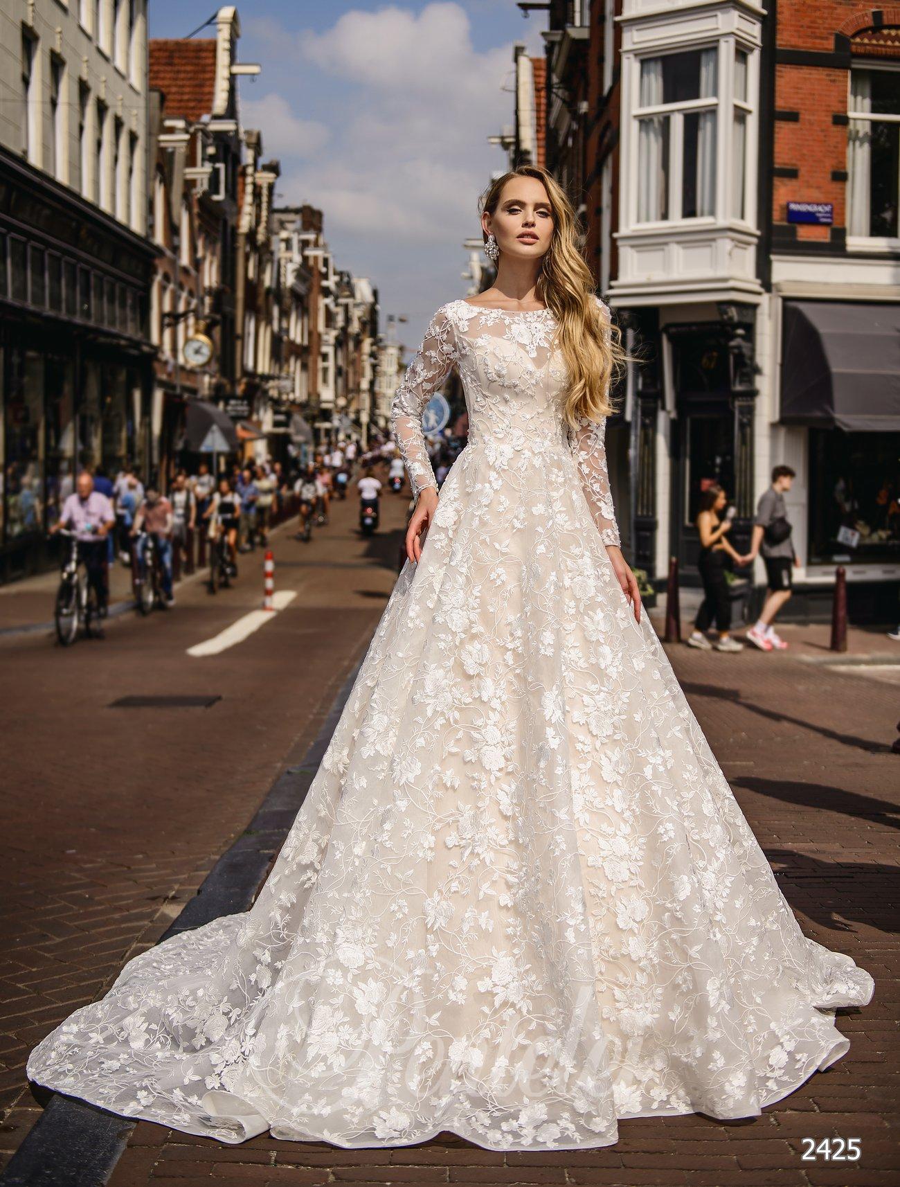 Кружевное свадебное платеье