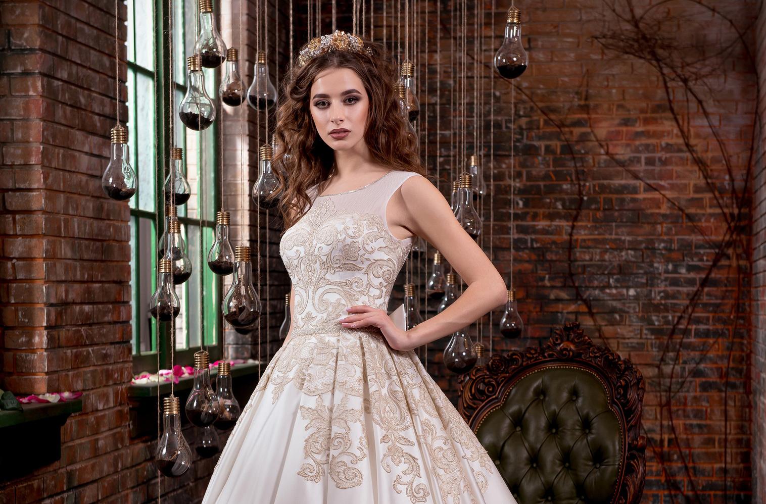 Весільна сукня з вишивкою  ніжність і розкіш a6a9a74c37b99